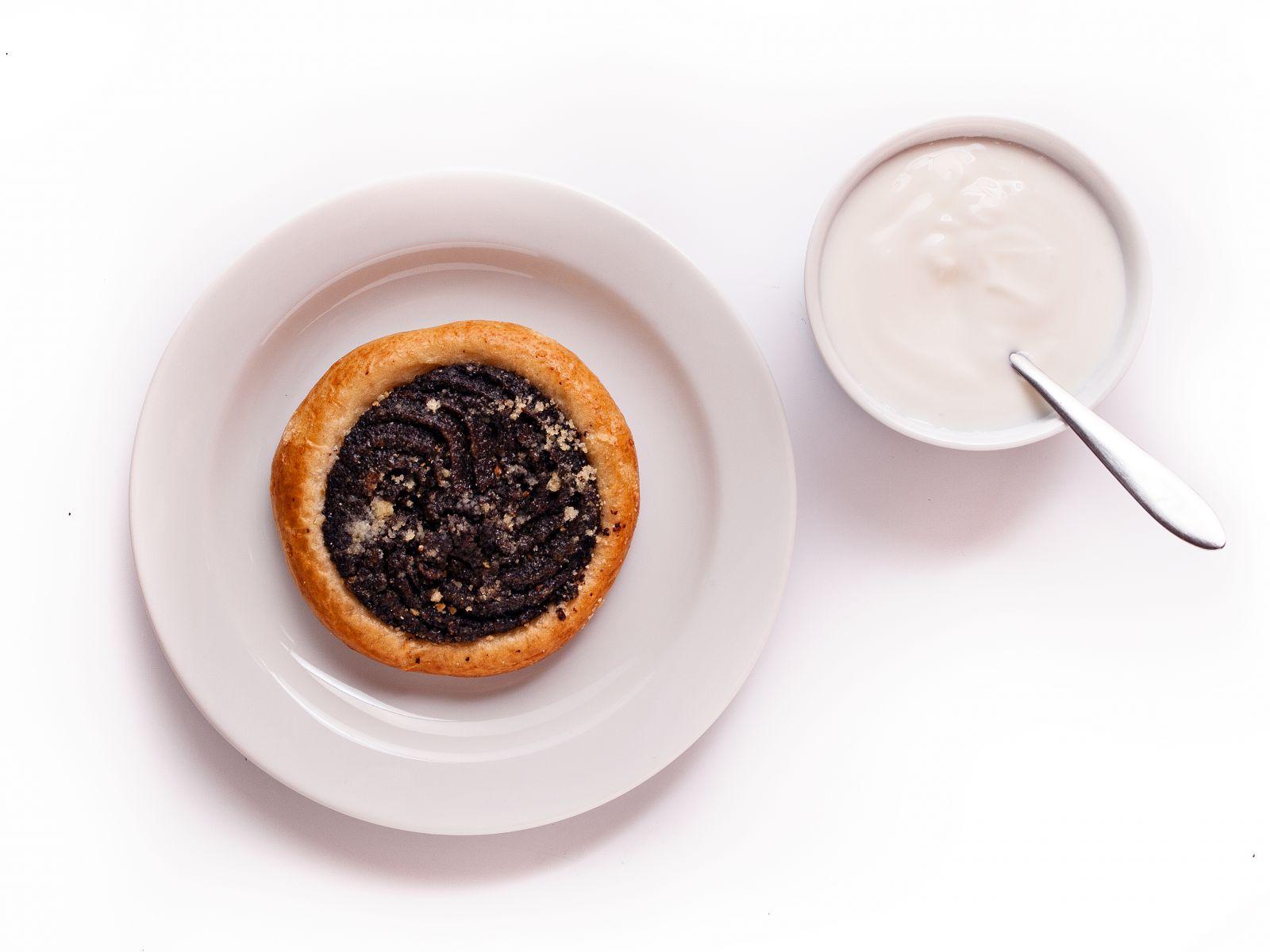 Maový koláč s jogurtem